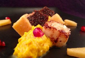 Scallops-Curry-Pumpkin-Puree-Spiced-Quinces-and-Pumpernickel-4