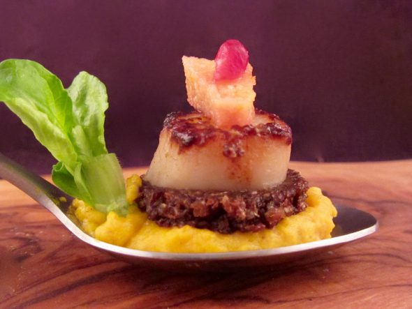 Scallops-Curry-Pumpkin-Puree-Spiced-Quinces-and-Pumpernickel-5