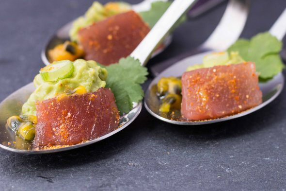 passionfruit-glazed-tuna-sashimi-spicy-avocado-bites-4