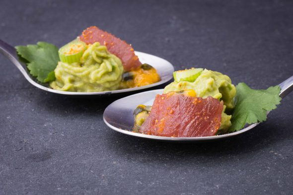 passionfruit-glazed-tuna-sashimi-spicy-avocado-bites-5