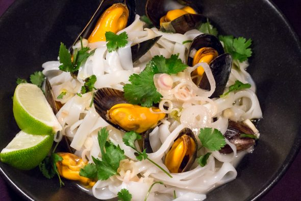 Thai-Style-Lemongrass-Mussel-Pasta-1