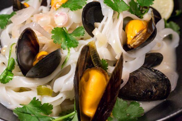 Thai-Style-Lemongrass-Mussel-Pasta-2
