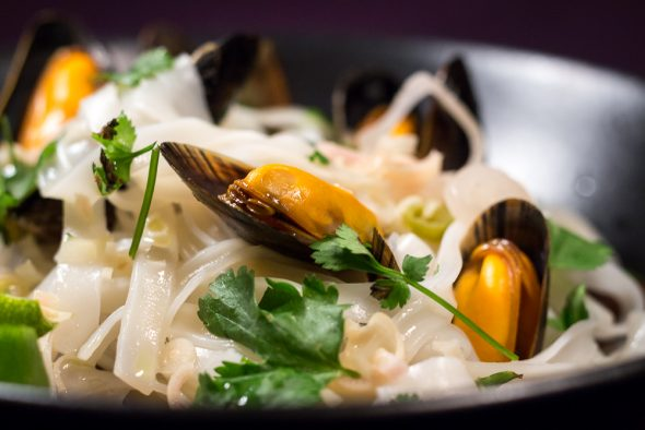 Thai-Style-Lemongrass-Mussel-Pasta-4