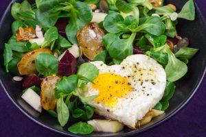 Jerusalem-Artischocke-Salad-Apples-Beets-Sunny-Side-Up-1