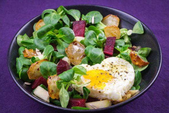 Jerusalem-Artischocke-Salad-Apples-Beets-Sunny-Side-Up-2
