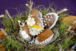 Peach-Passionfruit-Chocolate-Eggs-2