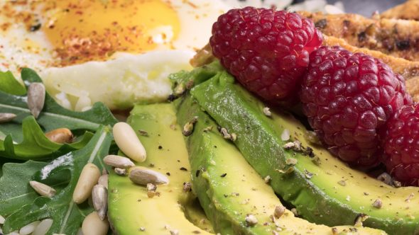 Lemony-Turkey-Bowl-Avocado-Raspberries-1