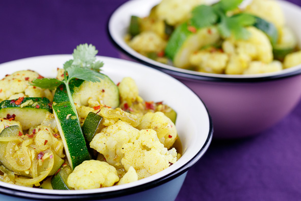 Creamy-Yellow-Cauliflower-Zucchini-Curry-1