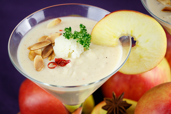 Creamy-Cauliflower-Soup-Caramelized-Apples-Toasted-Almonds-2