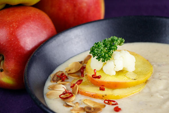 Creamy-Cauliflower-Soup-Caramelized-Apples-Toasted-Almonds-4