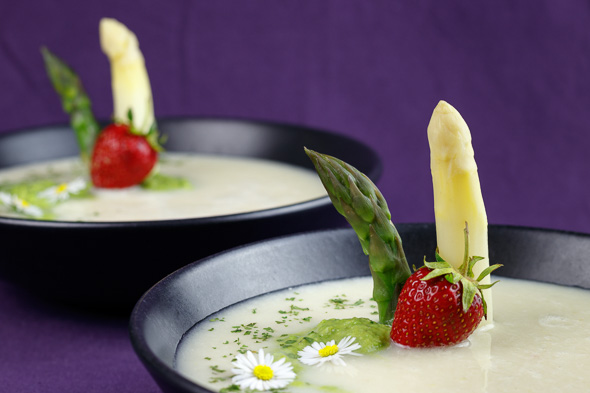 Green-White-Asparagus-Soup-1