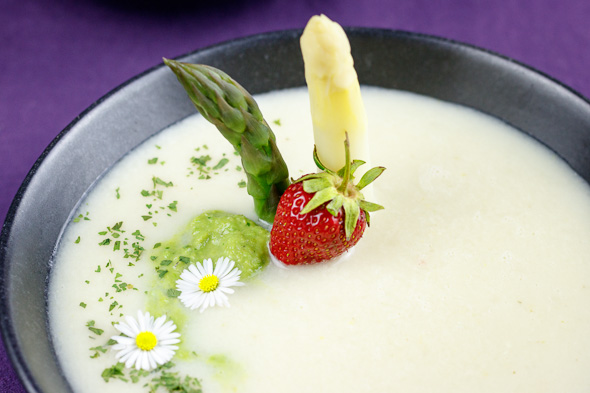 Green-White-Asparagus-Soup-3