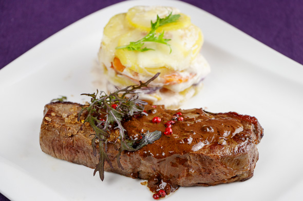 Cognac-Peppersteaks-Chili-Chocolate-Sauce-Potato-Quince-Gratin-2