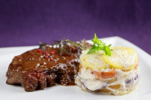 Cognac-Peppersteaks-Chili-Chocolate-Sauce-Potato-Quince-Gratin-3